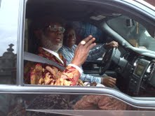 11TH ANNIV OF AMACHREE XI (16)- HIGH CHF LULU-BRIGGS ARRIVING FOR THE RECEPTION - 16