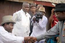THE ALAGBA 004 GOV DICKSON CONGRATULATING THE KING