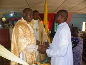 Rev. Fr. Bethrand Ujunwa and the new parish priest Rev. Cosmas Edochie welcoming the Anglican Priest